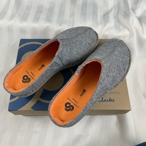 Clarks Grey Cloudsteppers Clogs Size 7 Med NWT